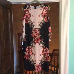 Flattering XXL cold shoulder dress!